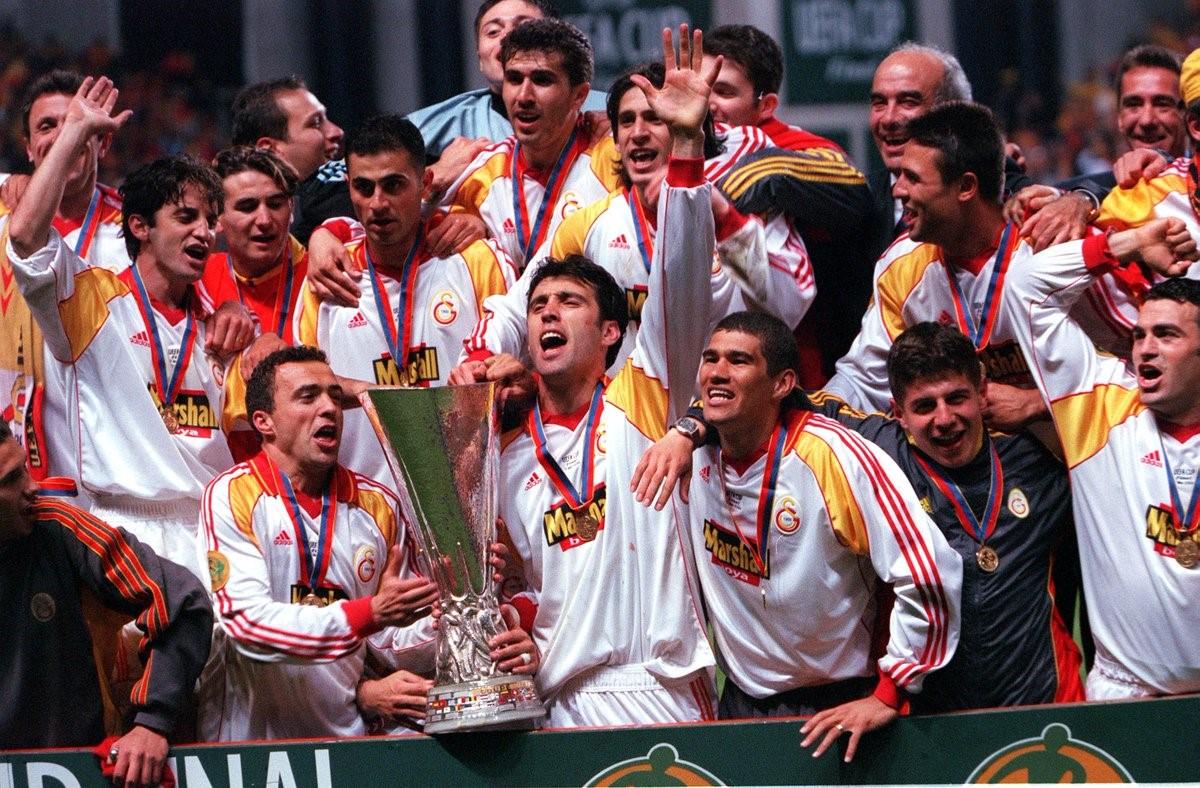 قهرمانی تیم فوتبال ترکیه در سال 2000 گالا در یورولیگ اروپا